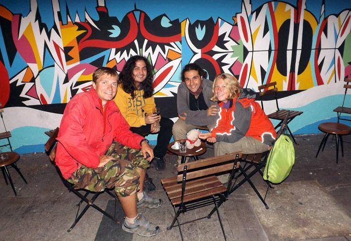 Мы с друзьями в одном из баров на улице Истиляль
